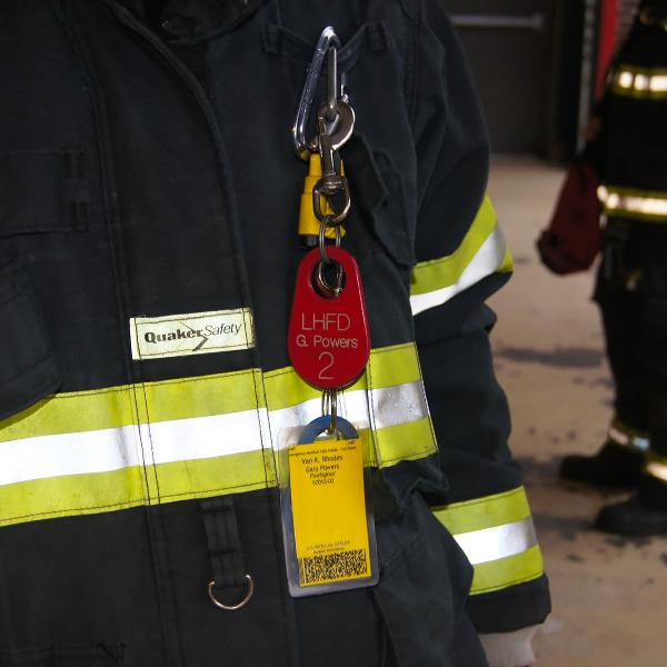 Firefighter accuntability tags